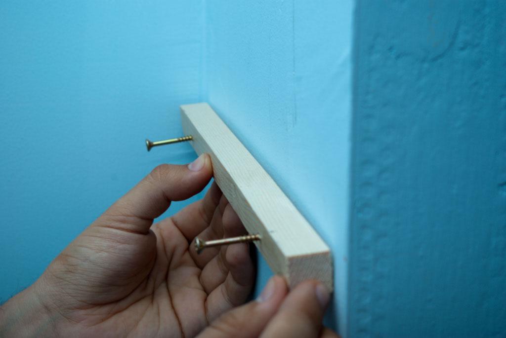 Installing the shelves brakets