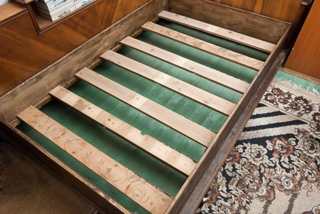 How To Build A Wooden Bed Frame, How To Make Slats For A Queen Bed
