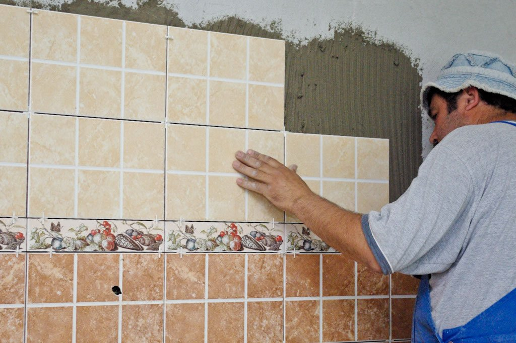 Ceramic tile wall installation