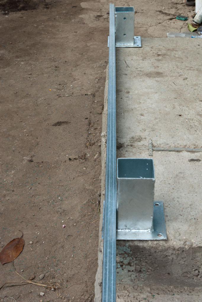 Aligning deck posts