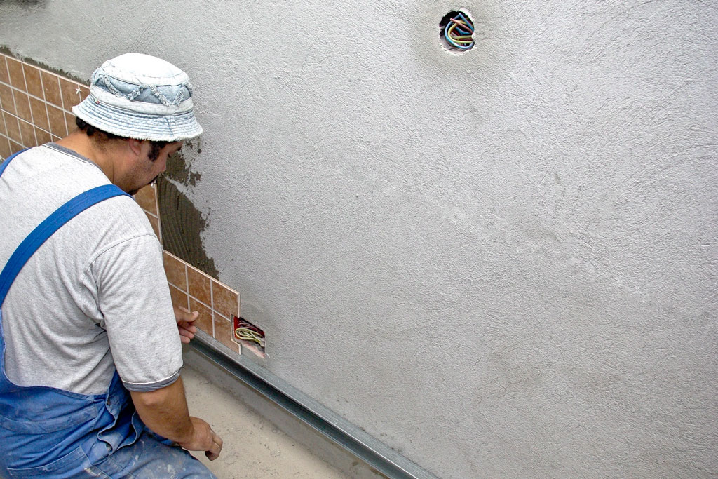 How to remove ceramic tile from wall