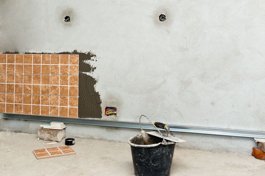 Install ceramic wall tile