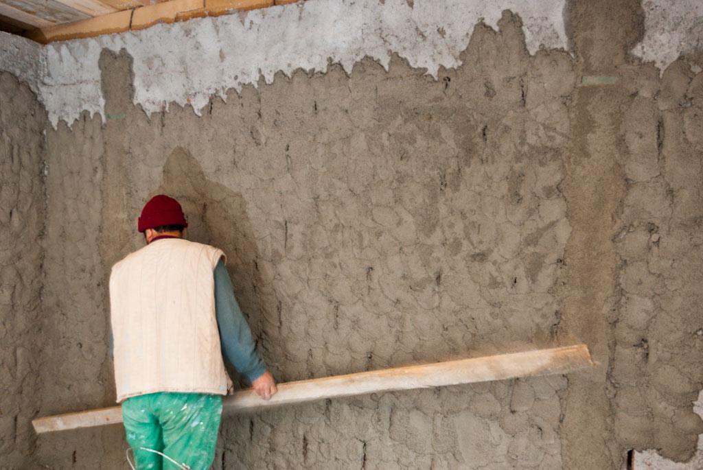 Выравнивание стен своими руками цементом 4
