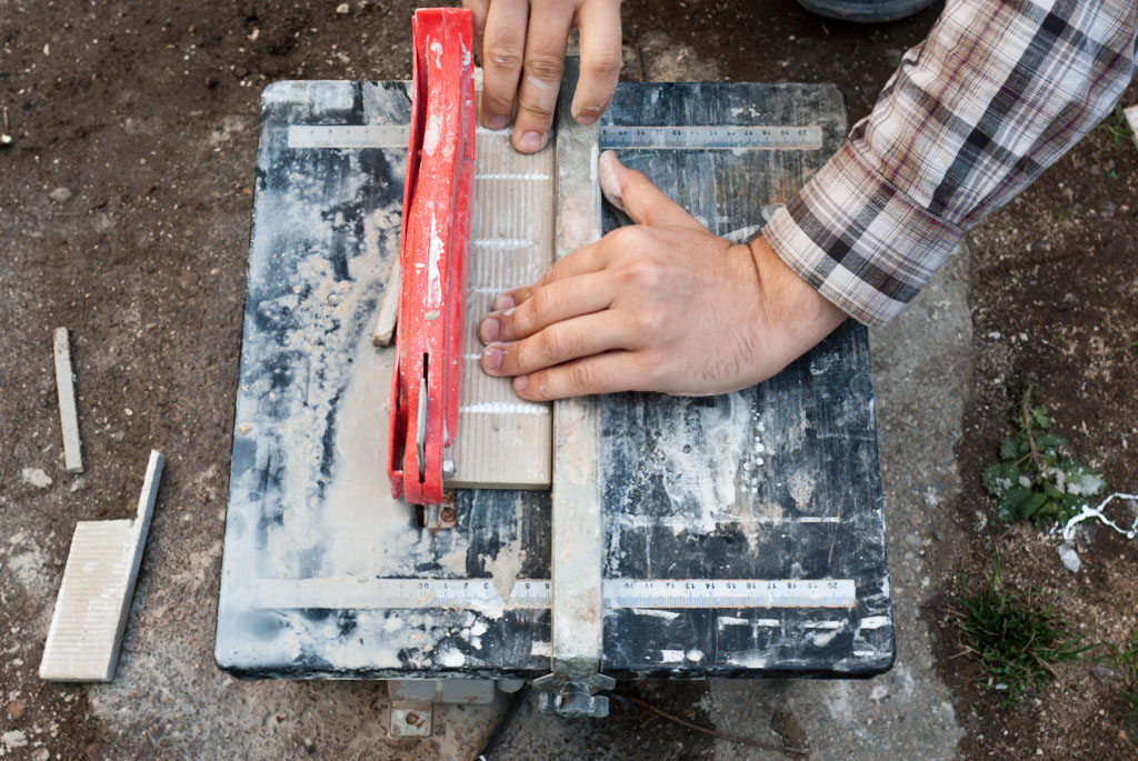 Cutting ceramic tile with a wet saw