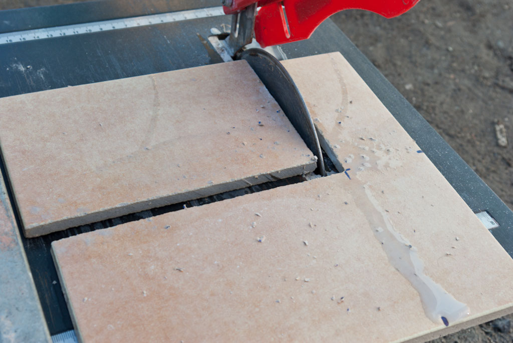 How To Cut Ceramic Tile Without A Wet Saw Aunt Suefo