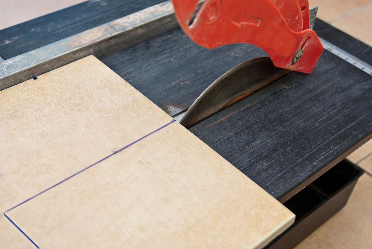Cutting ceramic tile with a circular saw