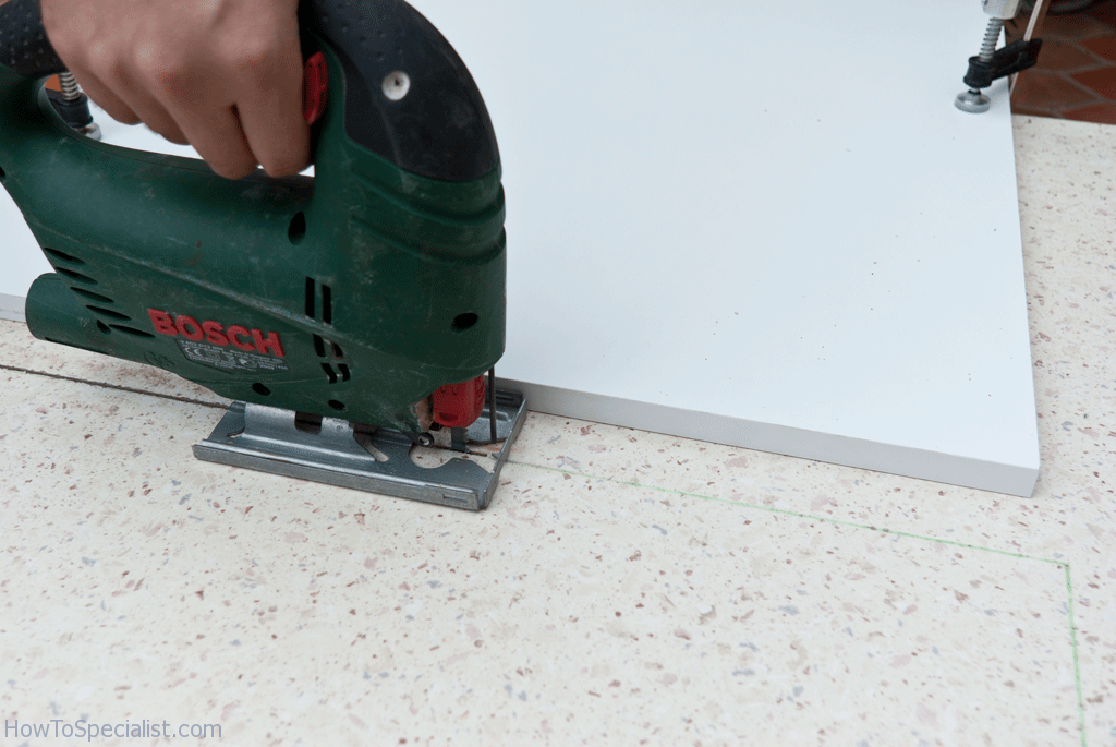 cutting laminate countertop with circular saw