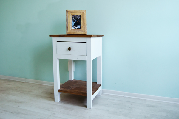 DIY-Farmhouse-Nightstand
