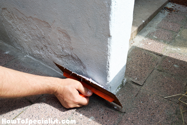 45 Degree Trowel : How to apply outdoor decorative plaster howtospecialist
