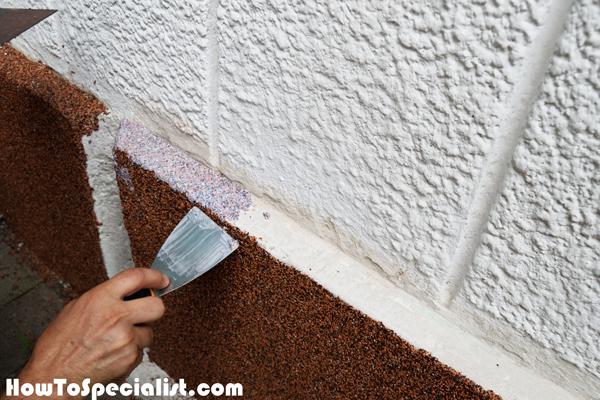 Applying-the-plaster-to-narrow-spots