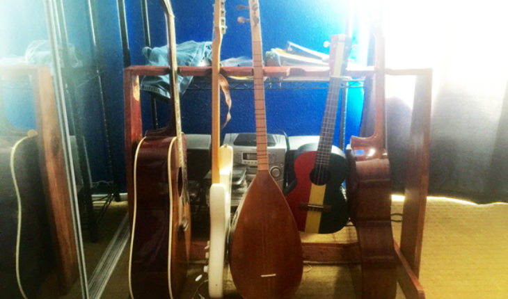 DIY-Guitar-Stand