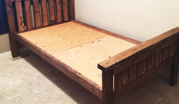 DIY-2x4-Farmhouse-Bed