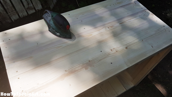 Sanding-the-table