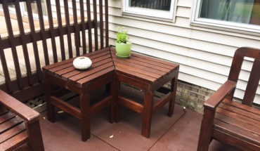 DIY-Corner-Outdoor-Table