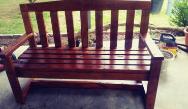 DIY-Beautiful-bench-from-2x4s