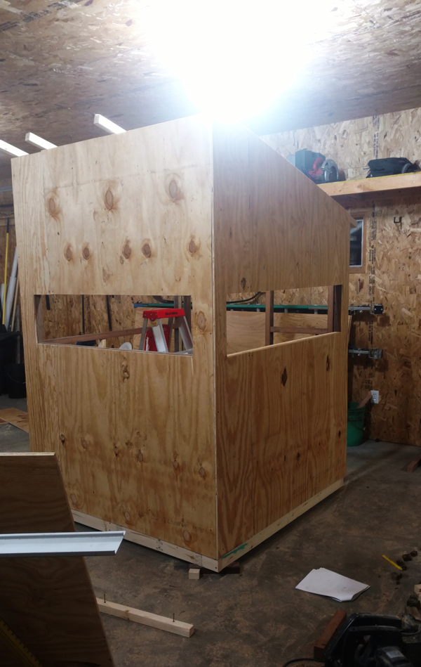 Attaching-plywood-to-the-deer-stand