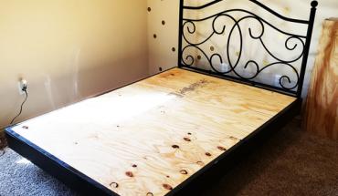 DIY-Floating-Queen-Size-Bed