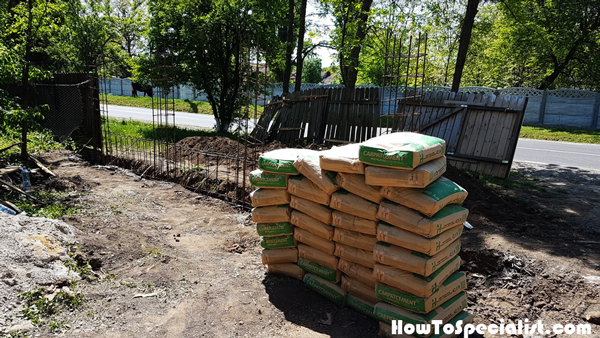 Cement-bags-for-the-concrete-fence