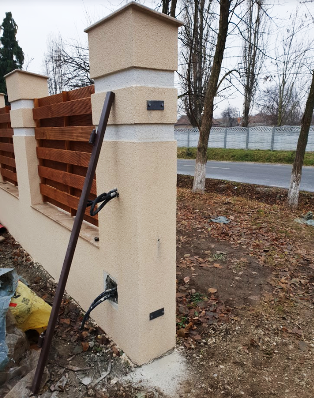 Fitting-the-hinges-for-the-gates