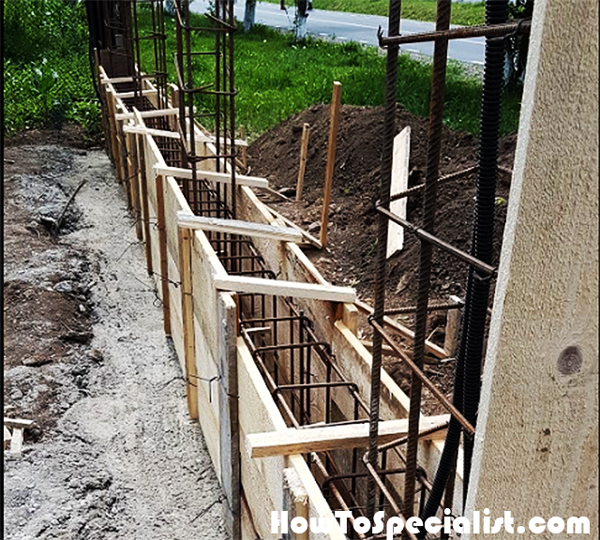 Formwork-for-the-fence-elevation