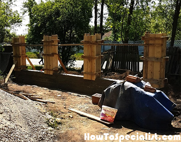Formwork-for-the-fence-pillars