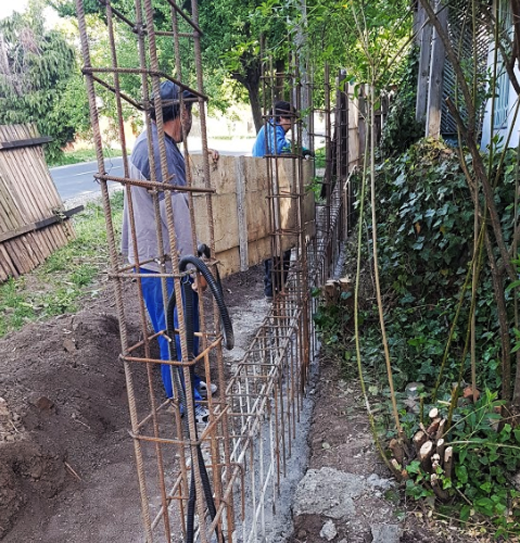 Installing-the-formwork-to-the-concrete-base