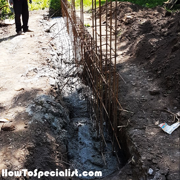 Pouring-the-fence-foundation